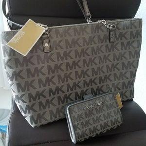 new set $450 wallet + handbag AUTHENTIC michael